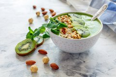 Kiwi smoothie bowl