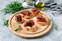 Crostini Manchego cheese and jamon
