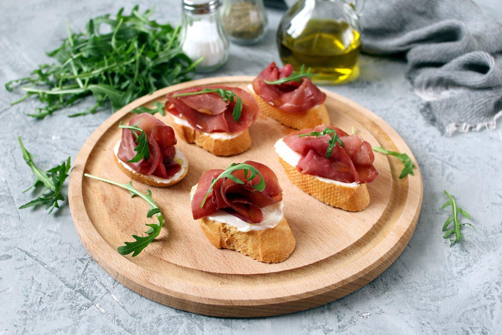 Crostini Manchego cheese and jamon